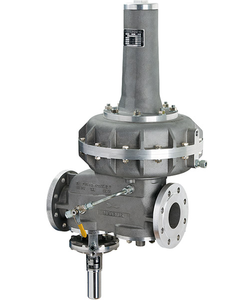Gas pressure regulator with built in safety shut-off valve